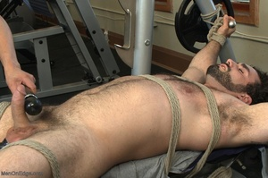 Bodybuilder gets used in the gym by two  - XXX Dessert - Picture 12
