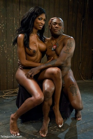 Athletic ebony tranny hangs in the air w - XXX Dessert - Picture 18