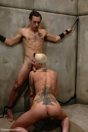 Short-haired tranny with an edgy look mo - XXX Dessert - Picture 4