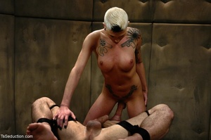 Short-haired tranny with an edgy look mo - XXX Dessert - Picture 8