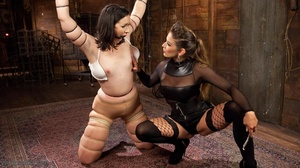 Amateur girl gets tortured by extravagan - XXX Dessert - Picture 5