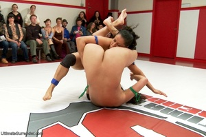 Crowd of wrestlers make the group fight  - XXX Dessert - Picture 11