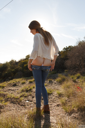 Brunette cutie in tight jeans shows off  - XXX Dessert - Picture 7