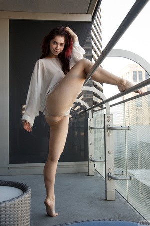 Redhead ballerina shows her perfect legs - XXX Dessert - Picture 7