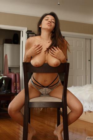 Luscious Latina bitch posing in her biki - XXX Dessert - Picture 3