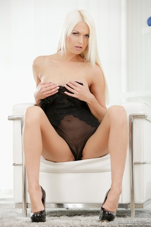Hot blonde babes rimming while finger fu - XXX Dessert - Picture 2