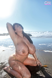 nasty slut has gigantic