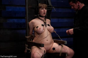 Chubby girl likes electrostimulation and - XXX Dessert - Picture 11