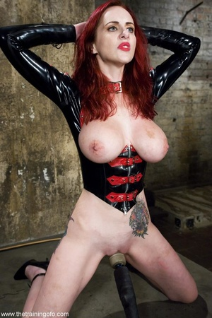 Look at the hot outfit this slave wiggle - XXX Dessert - Picture 9