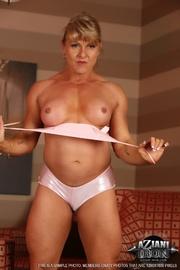 blonde bodybuilding lady showing