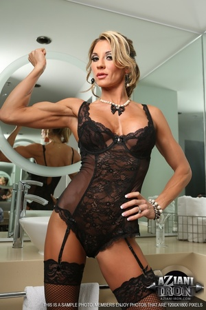 Elegant blonde lady in sexy lingerie loo - XXX Dessert - Picture 2