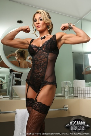 Elegant blonde lady in sexy lingerie loo - XXX Dessert - Picture 3