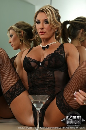 Elegant blonde lady in sexy lingerie loo - XXX Dessert - Picture 6
