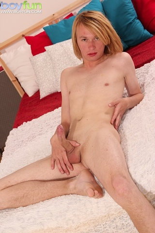 long haired twink strokes