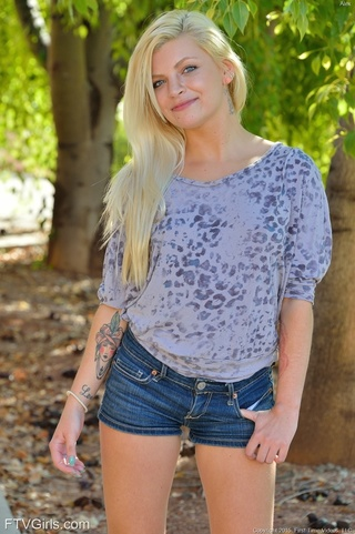 blondie takes jeans shows