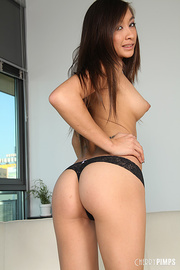 gorgeous chick peels off
