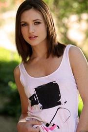 everyday girl wears tank