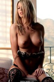 naked blondie loves show