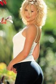 lustful blonde loves exposing