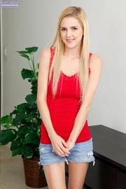 blonde hottie pulls her