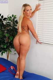 steaming hot blonde peels