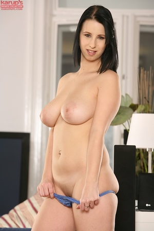 Sexy babe with big naturals jams a dildo - XXX Dessert - Picture 6