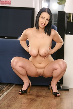 Sexy babe with big naturals jams a dildo - XXX Dessert - Picture 11