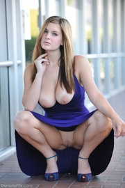 luscious babe looks incredible