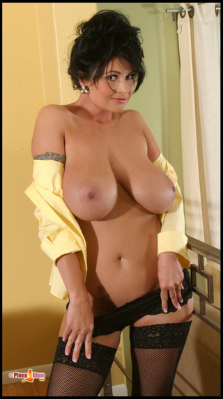 milf huge breasts removes