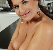 Curvaceous mature MILF strips off and displays her round ass cheeks.