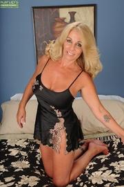 busty blonde milf shows