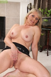 horny mature cougar spreads