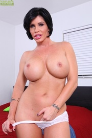 mature cougar strips off