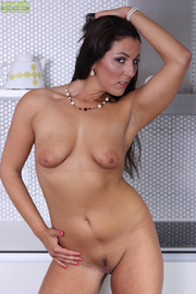 curvy brunette latina pink