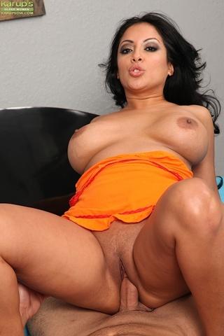 curvy latina milf sucks