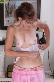 girly brunette mom pink