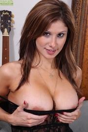curvy brunette milf sexy