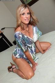sexy blonde housewife cums