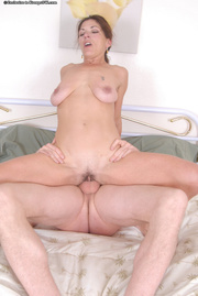 brunette mama sucks dick