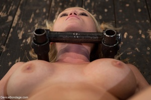 Hot blonde's curvy body is on full displ - XXX Dessert - Picture 4