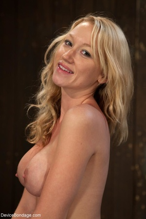 Hot blonde's curvy body is on full displ - XXX Dessert - Picture 9