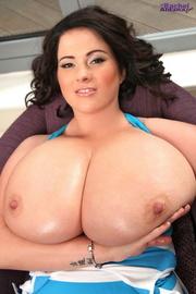 curvy brunette slut showing