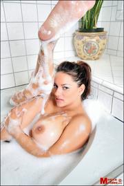 latina babe soaps her