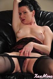gorgeous mature gal black