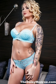 steaming hot chick blue