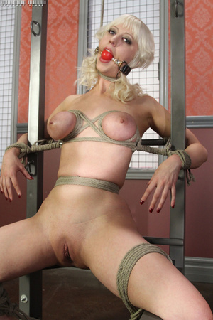 Steaming hot blonde with luscious body g - XXX Dessert - Picture 9