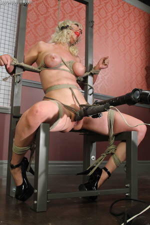 Steaming hot blonde with luscious body g - XXX Dessert - Picture 13