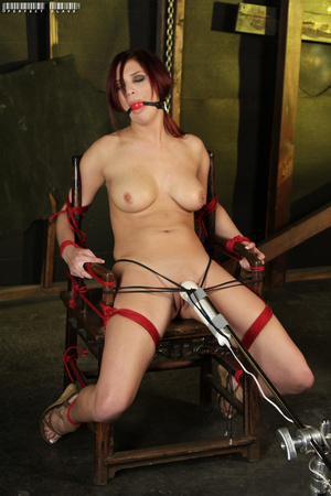 Steaming hot redhead displays her sexy c - XXX Dessert - Picture 12