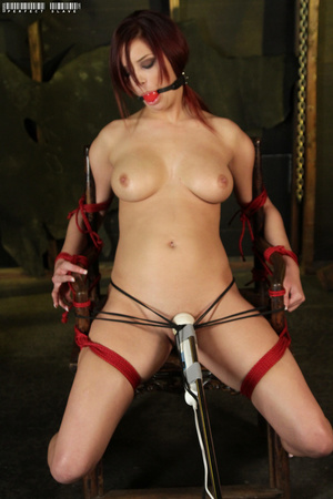 Steaming hot redhead displays her sexy c - XXX Dessert - Picture 14