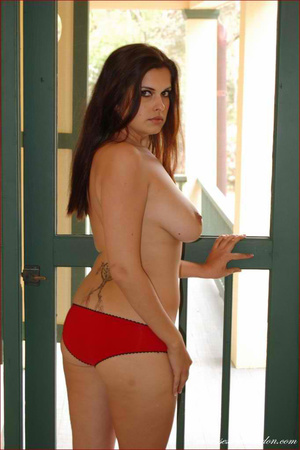 Gorgeous hottie pose topless and reveals - XXX Dessert - Picture 16